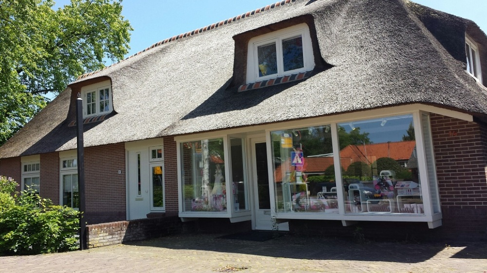 A perfectly thatched roof house in Laren