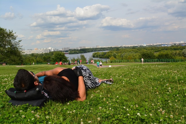 Afternoon nap in the sun at Kolomenski Park