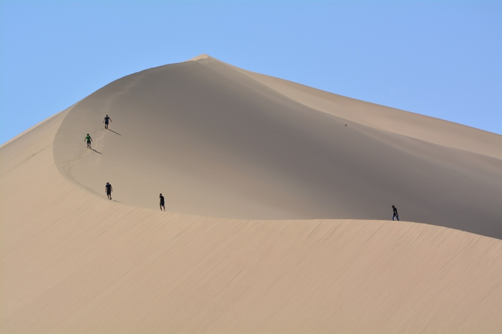 Trekking up the dune with a few Czech tourists