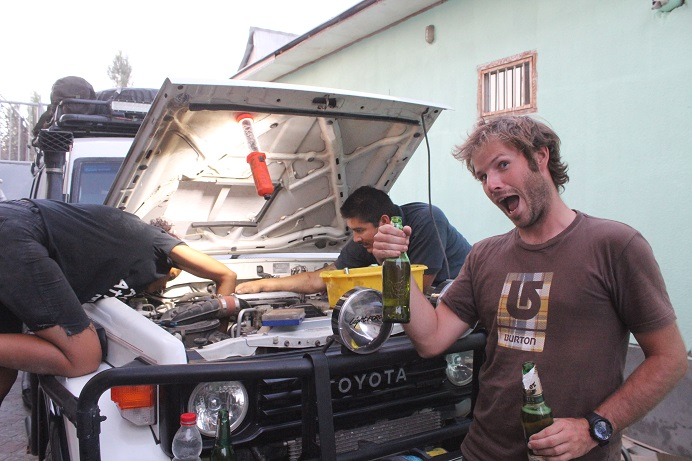 Simon enjoying a beer after paying some one to fix their car while we still toil away on ours. Dunno who the winner is?