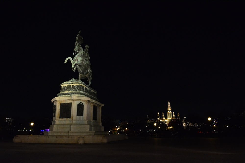 Another photo of the Horseman statue with the Rathaus in the background